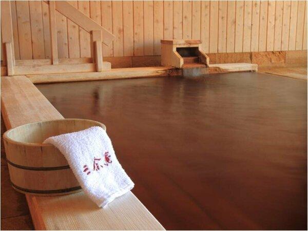 水に強く、黄味が強い秋田檜を使用