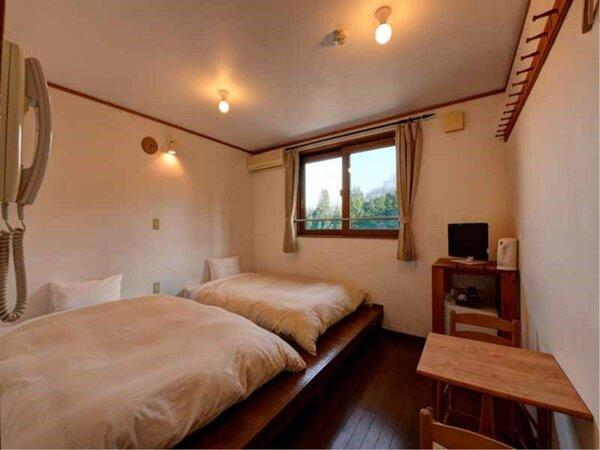 *客室TypeA(ツイン)/広々としたベッドでゆっくりお寛ぎいただけます。