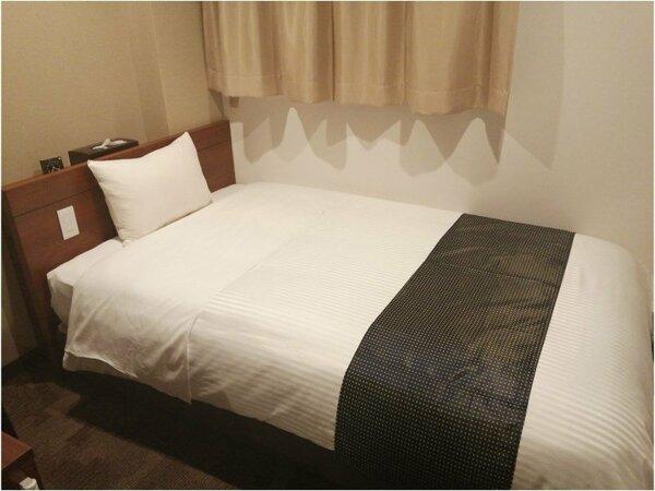 シモンズ製のベッドでゆったりお休み頂けます。