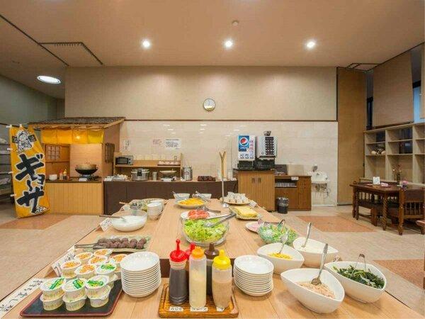 *朝食一例/朝食は手作りメニューが並ぶバイキング