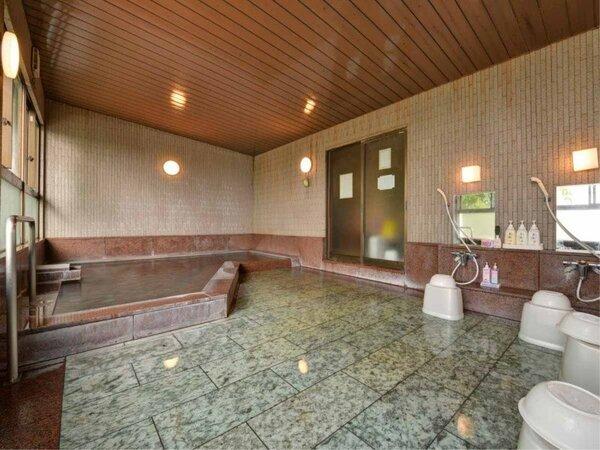 *大浴場 / 無色透明、とろりとした柔らかいお湯を心ゆくまでお楽しみ下さい。