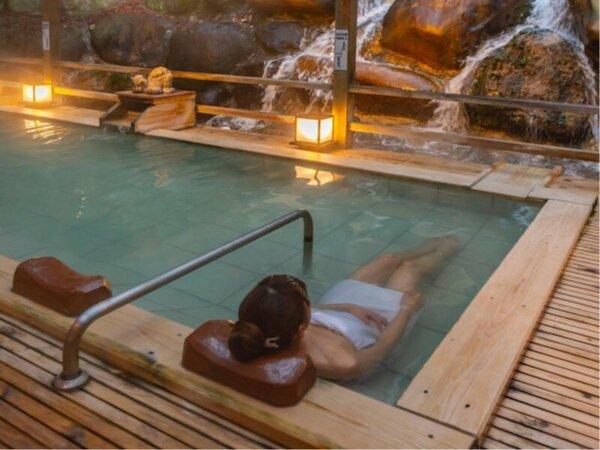 露天風呂には寝湯もあります。足を伸ばして、リラックス。