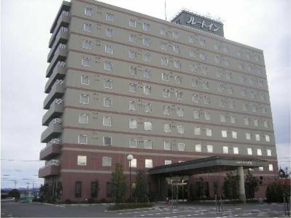 ルートインの文字が目印!10階建ての建物でございます。