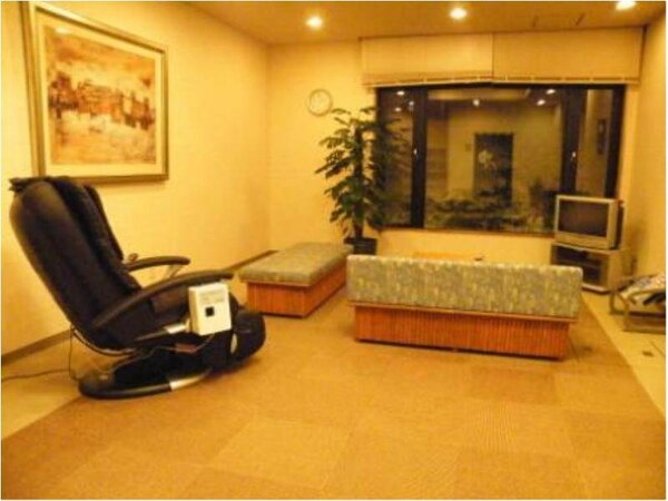 リラクゼーションルーム☆マッサージチェアとフットマッサージ機をご用意しております。