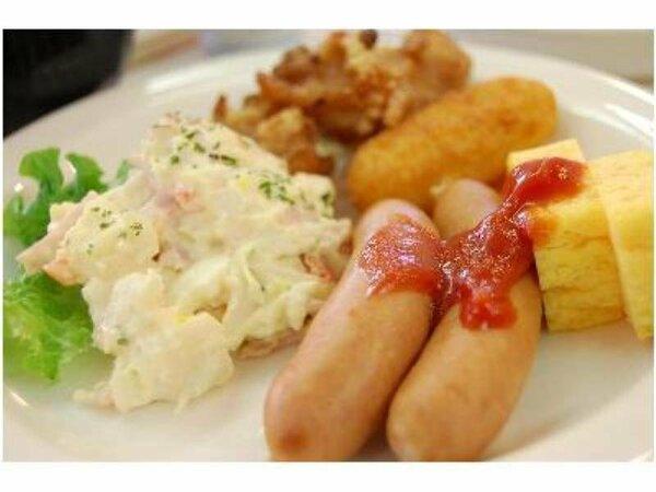 ご朝食は和洋食のバイキングをご用意しております。