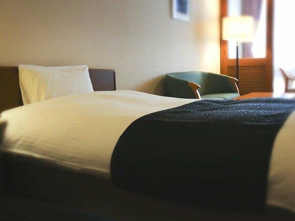 当ホテルにはシングルルームがありません。ダブル又はツインのご案内となります。全室 Wi-Fi接続無料です。