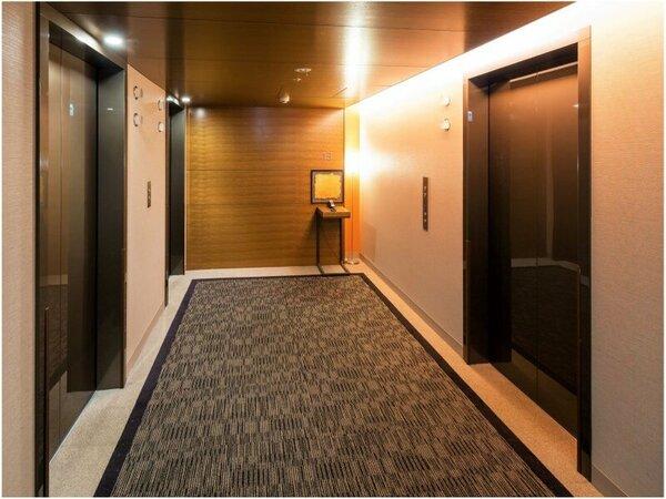 各階のエレベーターホール