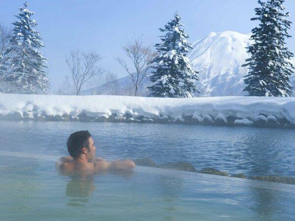 【露天風呂・冬】源泉かけ流し温泉で心も体もリラックス。