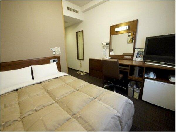 セミダブル(本館):ベッドサイズ140×196cm、地デジ対応26型液晶TV、加湿機能付空気清浄器