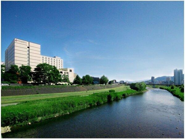ホテル外観(昼)Hotel Extrior(Noon)