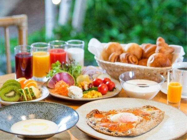 ■朝食/洋食 選べるガレット+サラダ・スープ・パン等のハーフビュッフェ