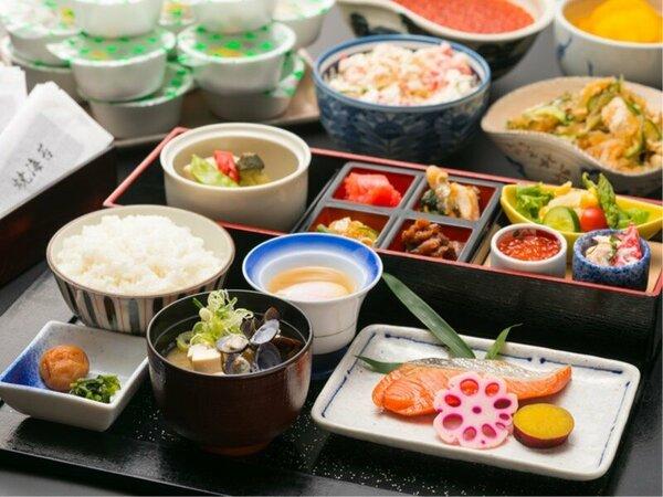 朝食/和定食 焼き魚・たらこ等の北海道らしいおかずを上品かつ彩り豊かに