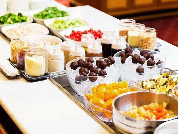 ご朝食は和洋60品バイキングメニュー豊富に取り揃えております!