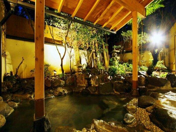 ≪貸切露天風呂 黄金≫2種類の貸切露天風呂がございます。大切な方とお楽しみくださいませ。