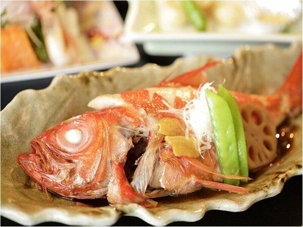【夕食】金目鯛の姿煮(季節の一例)