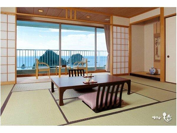 【客室一例】眺望とくつろぎの和室。窓を大きくとり名画のような絶景パノラマをご堪能いただけます