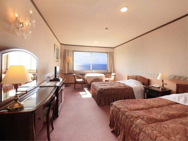 【洋室ツイン】130×200のゆったりベットが2台。最上階3階の景色を楽しむことが出来ます。