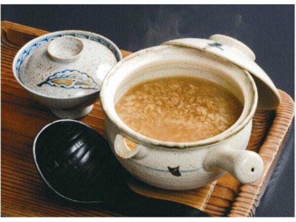 吉野の茶粥 朝食の一品としてお茶碗でお出しいたします。