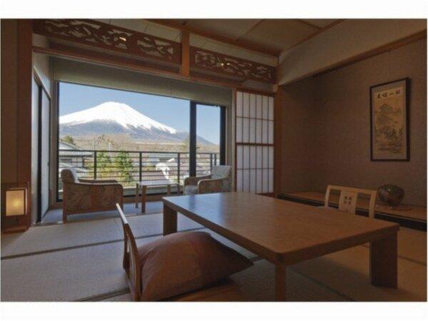 和室は全て「富士山」眺望。富士山の裾野までご覧頂ける山中湖だけの富士山をお楽しみください。