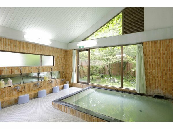 温泉じゃないのにあったまるしキモチいい!「富士の伏流水」をくみ上げ、沸かしております。