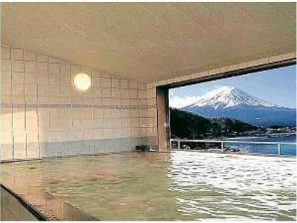 6階展望風呂から望む、河口湖と富士山