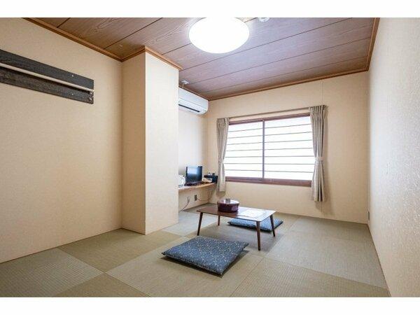 和室6畳のお部屋です。晴れた日には正面に富士山がご覧いただけます。