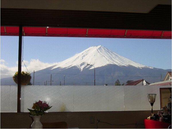 晴れた日にはレストランから富士山が見られます!どうぞお寛ぎ下さい。