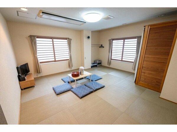 和室10畳のお部屋です。富士山側ではありません。