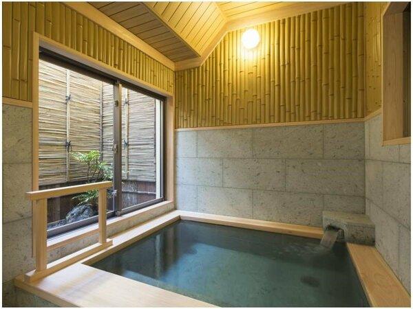 貸切風呂【竹風呂】畳敷きの床はほんのり暖かく爽やかです。
