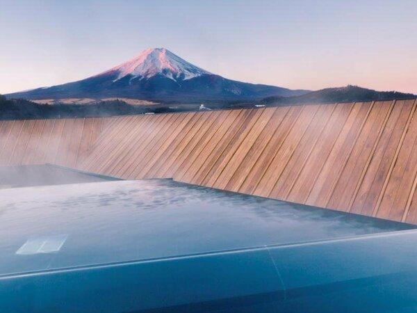 露天風呂富士山/季節毎に表情を変える富士山と向かい会う