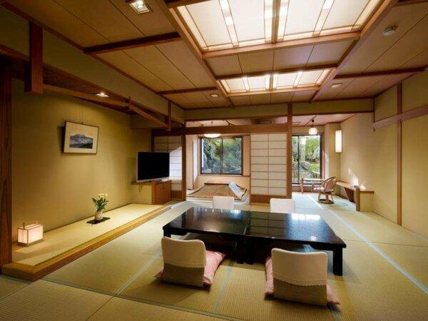深山亭客室(みやま)12.5畳+4.5畳/晴天時にはお部屋の窓の左側に富士山をご覧いただけます