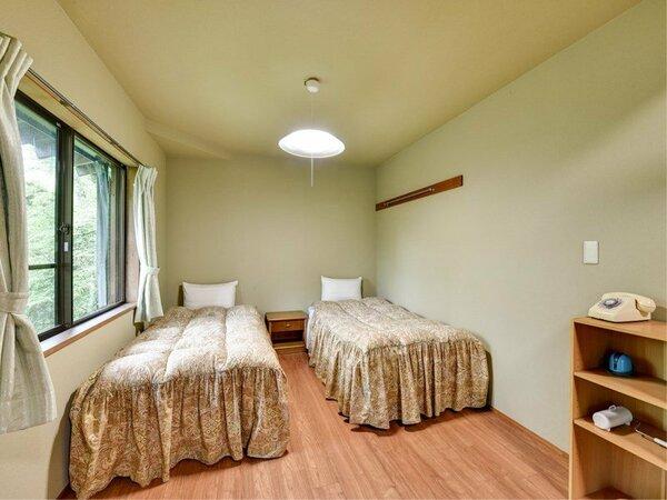 ※【コテージ一例】和室、リビングダイニング、キッチン、1坪浴槽、ウォシュレットトイレ、テラスを完備。