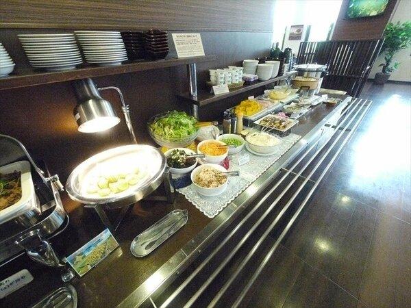 朝食レストラン会場、営業開始は6:30より、西館8:00・本館9:00迄営業