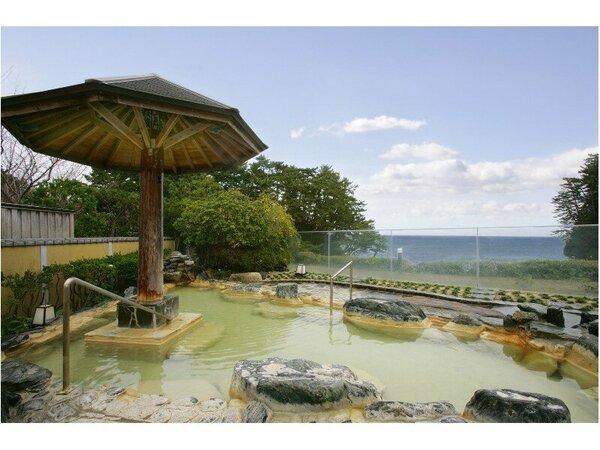太平洋が一望できる別館大観荘の自慢の露天風呂。
