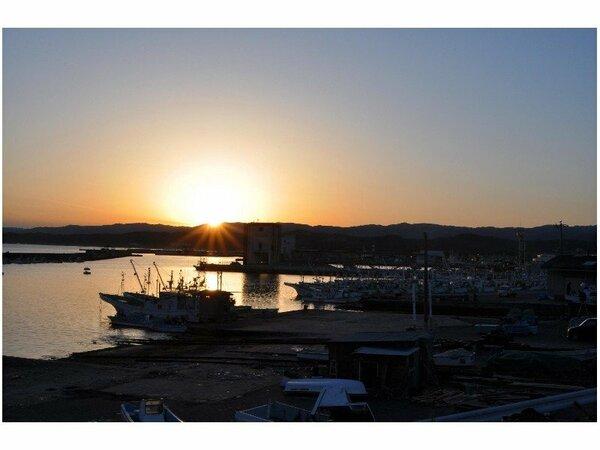 大津港の夕日。