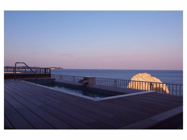 【屋上露天風呂】真っ赤な夕焼けのを見ながら、のんびりと・・・