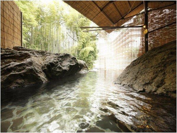 源泉かけ流し 渓流露天風呂