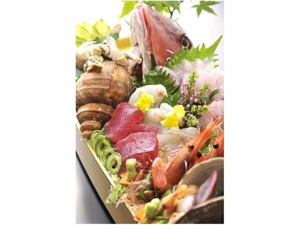 新鮮な魚を使った舟盛り(イメージ)。