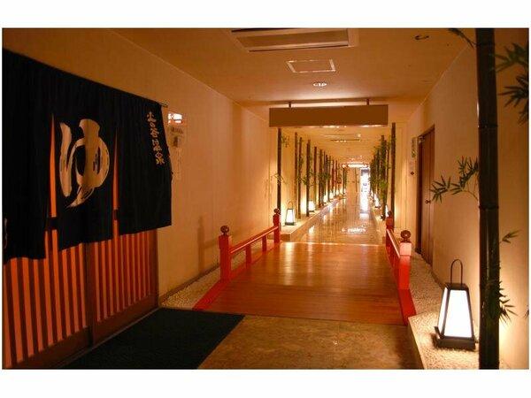 季の小径と題した四季折々の飾りをする大浴場へと続く廊下