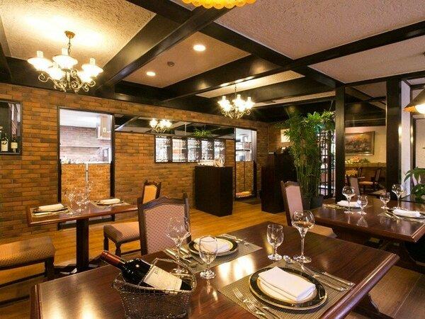 【欧風レストラン「バーデンバーデン」】レンガ調のシックで落ち着いた店内