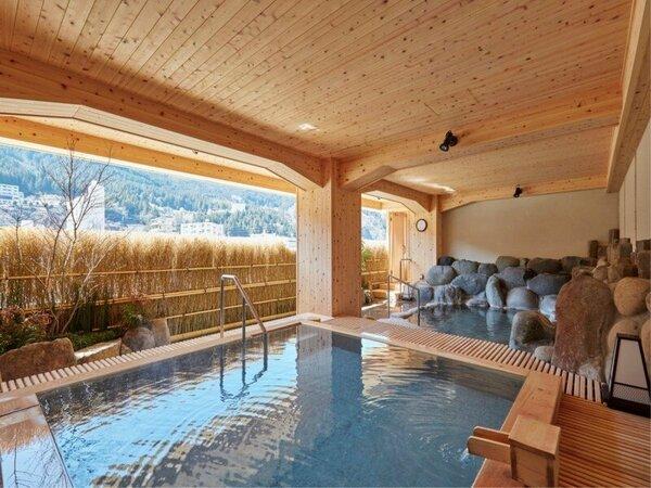 ■露天風呂■ 季節の心に染まる優雅な露天風呂で癒やしのひとときを。