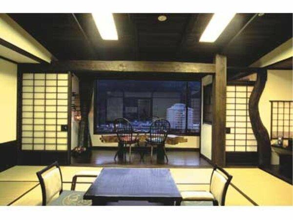 大正時代の蔵をイメージしたおしゃれな和室。古木とステンドグラスが魅力です。