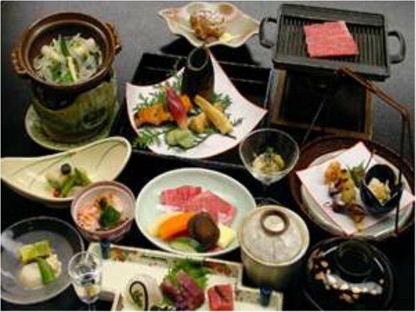 味覚膳(お料理の一例)飛騨牛と旬の彩りを添えた和風会席料理。