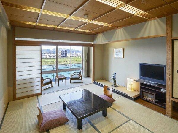 長良川をのぞむ和室