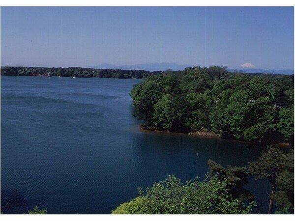 多摩湖と冨士山