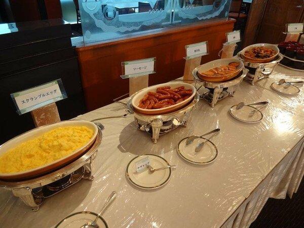 メニューを一新した、和食・洋食バイキング朝食です!