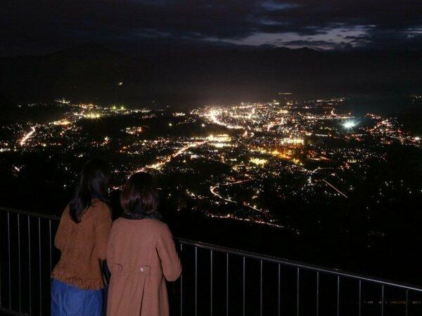 「日本の夜景100選」に選ばれているこの景色を是非。