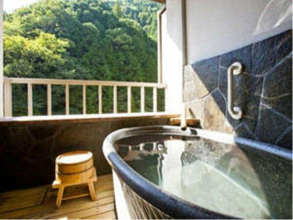 お部屋の露天風呂でお好きな時間に美人の湯を楽しんで
