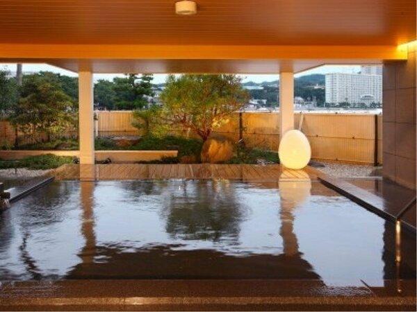 木の温かみが心地よい和風の半露天呂。2016年7月20日リニューアルした、磯辺の湯「松風」