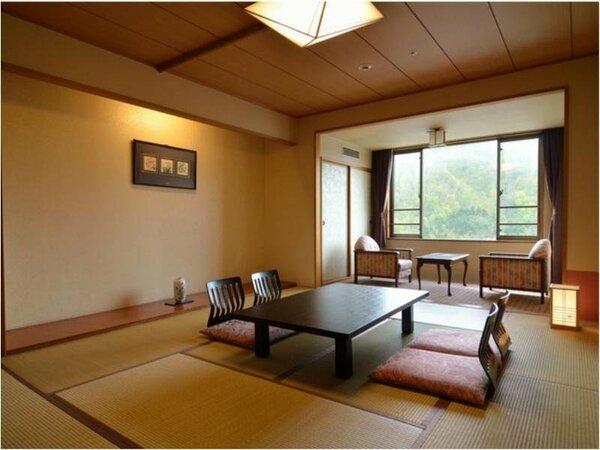 和室10畳~窓際には2畳程の縁側。開放感のあるお部屋で、ゆったりと流れるリゾート時間を満喫。